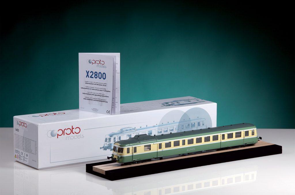 CarloFilippoFollis.name – X2800 SNCF in scala 1:43,5 mostrata accanto alla confezione
